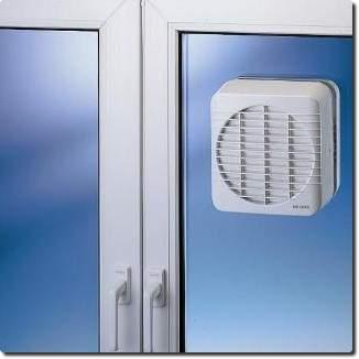 Grille de ventilation pour vitre